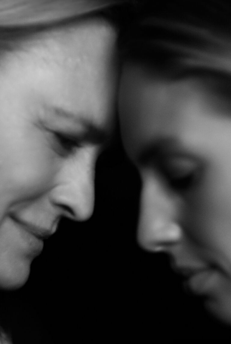 Imagen de portada en blanco y negro del video de la campaña Moncler We Love Winter 2021