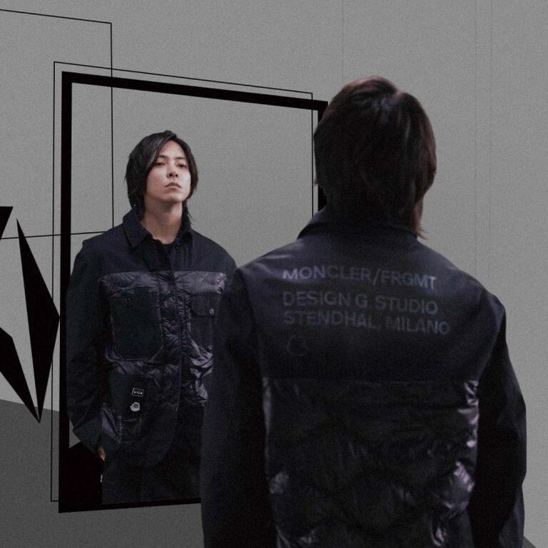 Un uomo che indossa una giacca nera della collezione Moncler Genius Fragment