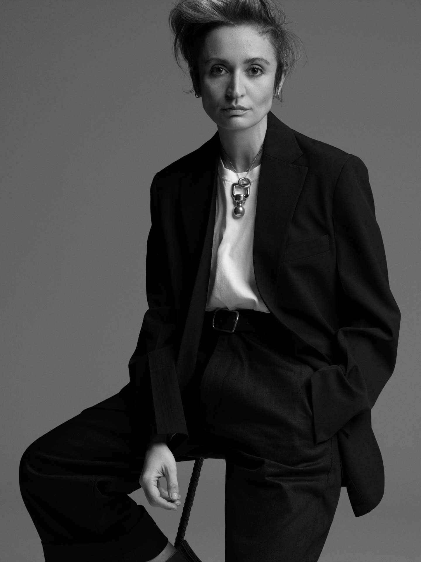 Black and white picture of Veronica Leoni for the MONCLER 1952 WOMAN COLLECTION